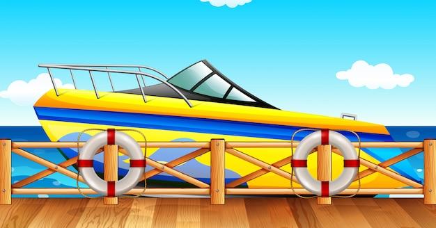 Speedboot park bij de pier Gratis Vector