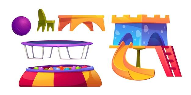 Speelkamer in de kleuterschool met glijbaan en trampoline Gratis Vector