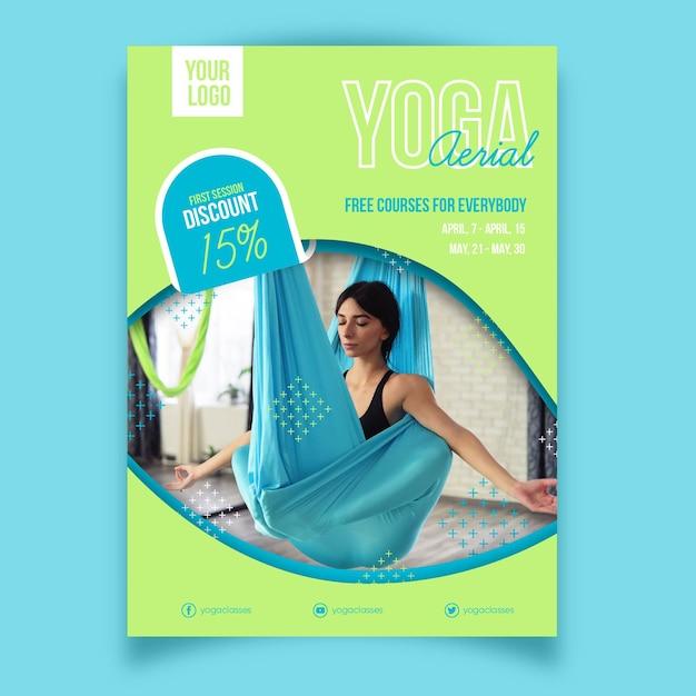 Sport posterontwerp yogales Gratis Vector