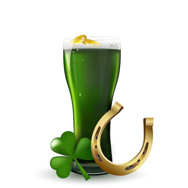 St. patrick's day. st patrick's day groen bier met shamrock, hoefijzer, gouden munten op witte achtergrond. Premium Vector