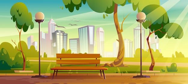 Stadspark met groene bomen en gras, houten bankje, lantaarns en stadsgebouwen op skyline. Gratis Vector