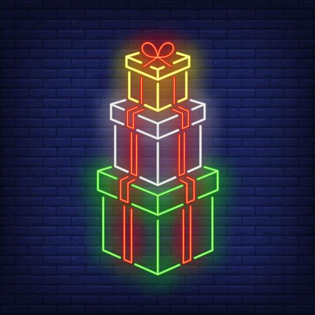 Stapel geschenken in neon stijl Gratis Vector
