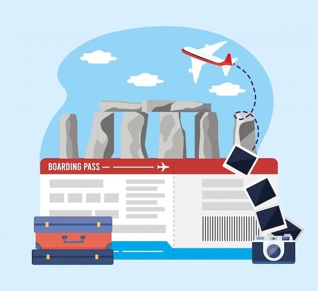 Stonehenge met kaartje en camera met foto's en baggages Premium Vector