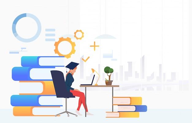 Student gebruikend laptop en bestuderend bij bureau Gratis Vector