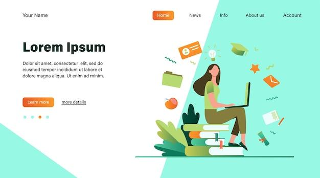 Student met laptop studeert op online cursus. vrouw zittend op stapel boeken en met behulp van computer. vectorillustratie voor internetschool, kennis, onderwijsconcept Gratis Vector