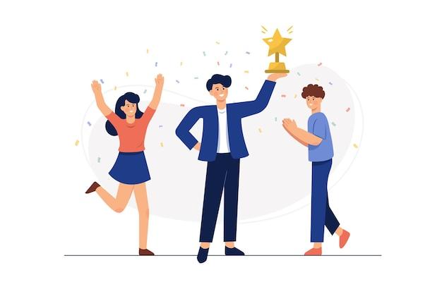 Succesvolle bedrijfsmens die een trofee houdt Gratis Vector
