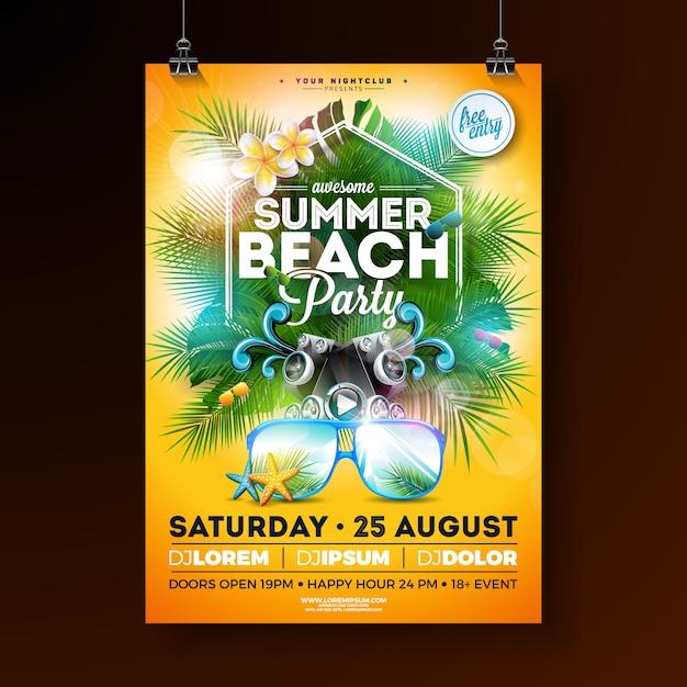Summer beach party flyer design met bloem en zonnebril Gratis Vector
