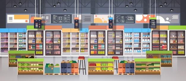 Supermarktgang met planken, kruidenierswinkelpunten, het winkelen, kleinhandels en consumentismeconcept Premium Vector