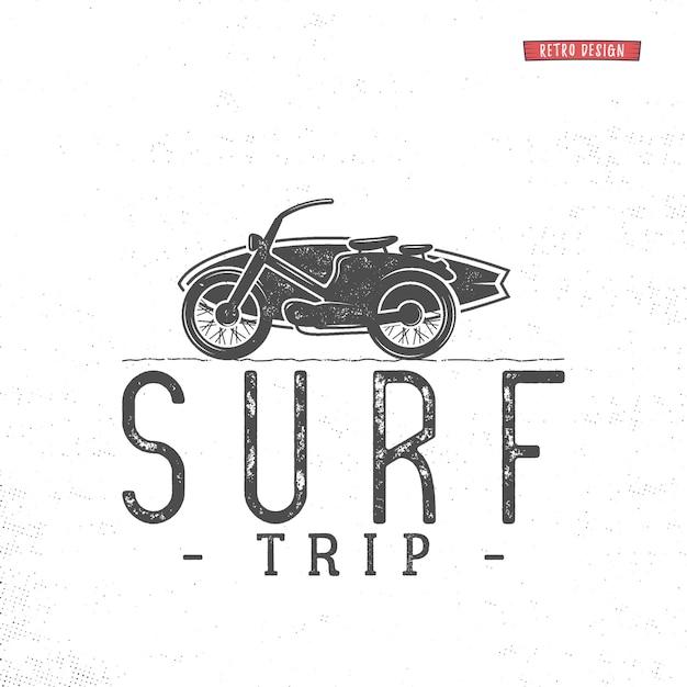 Surfreislogo. vintage zomer surfen embleem label Premium Vector
