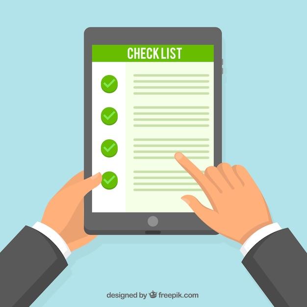 Tablet achtergrond met checklist Gratis Vector