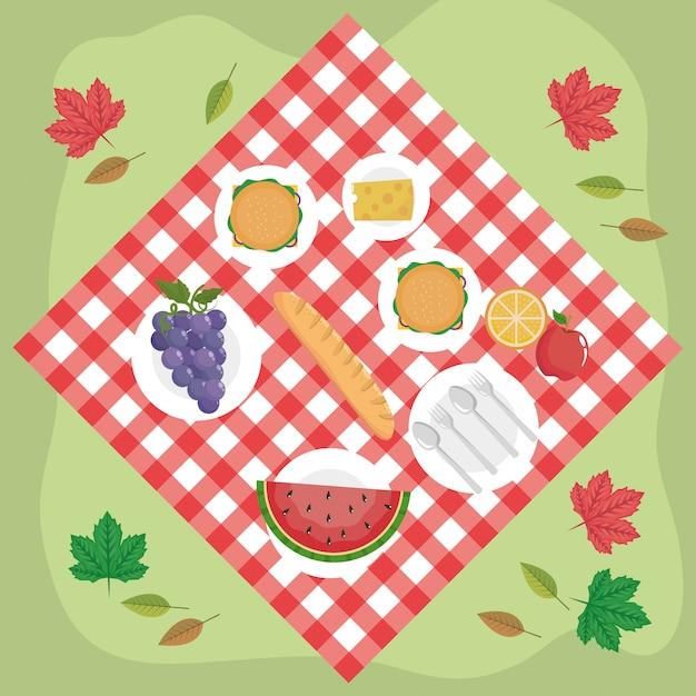 Tafelkleed met hamburgers en druiven met watermeloen en kaas Gratis Vector