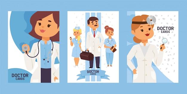 Team van artsen en andere ziekenhuismedewerkers set van kaarten otorhinolaringologist arts met apparatuur. man met koffer. verpleegkundige bedrijf pillen. Premium Vector