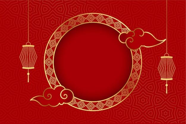 Traditionele chinese rode groet als achtergrond met lantaarns Gratis Vector