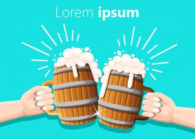 Twee handen met bier in houten mok met ijzeren ringen. concept van bierfestival. illustratie op turkoois. kloppend effect Premium Vector