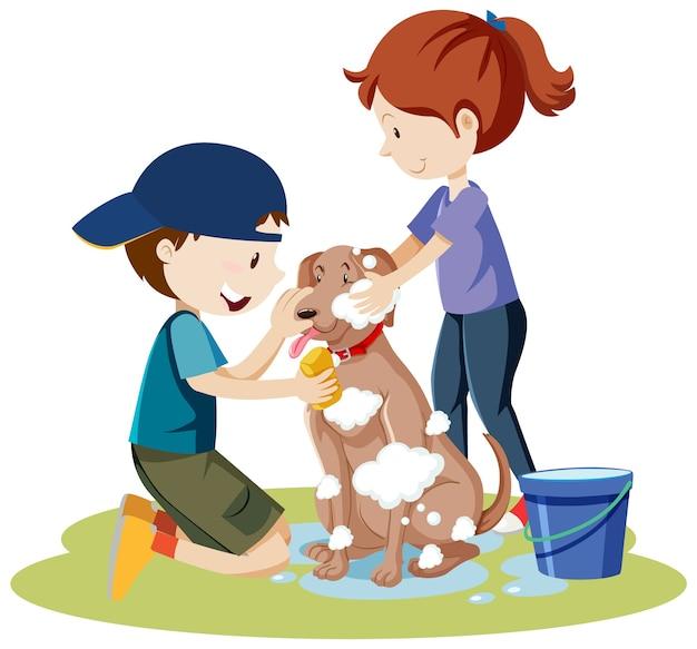 Twee kinderen badende hond met bubbelschuim op het geïsoleerde beeldverhaal van het hondlichaam Gratis Vector
