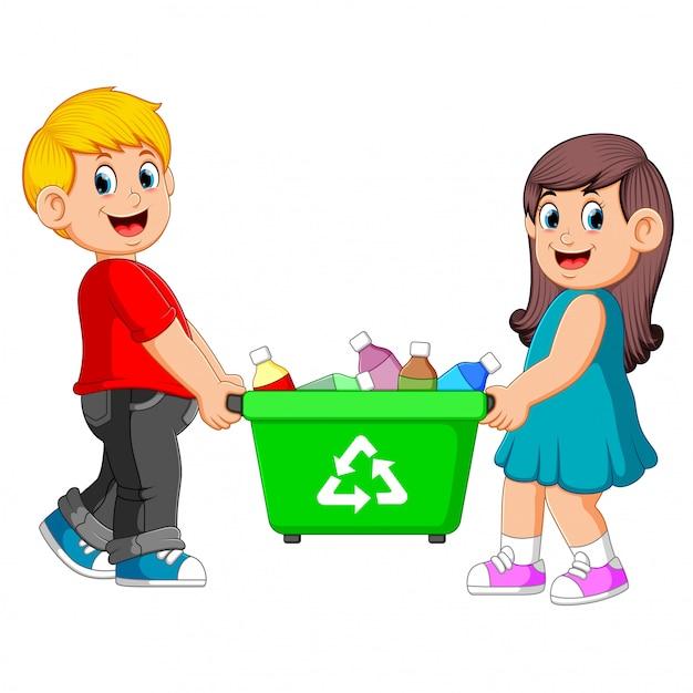 Twee kinderen dragen prullenbak Premium Vector