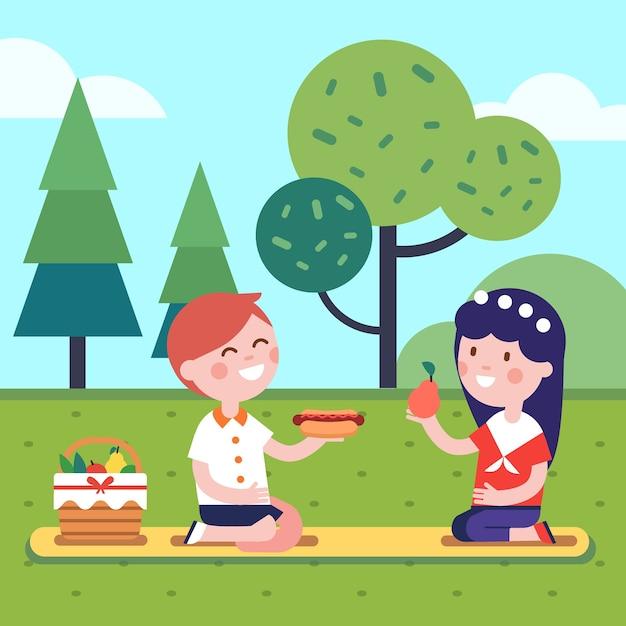 Twee kinderen hebben een lunch picknick in het park gras Gratis Vector