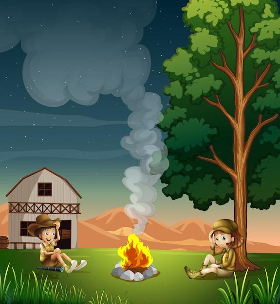 Twee ontdekkingsreizigers die een kampvuur maken Gratis Vector
