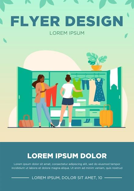 Twee vrouwen kiezen kleding voor op reis uit de kledingkast. kleding, kleding, bagage platte vectorillustratie. mode en vakantie concept Gratis Vector