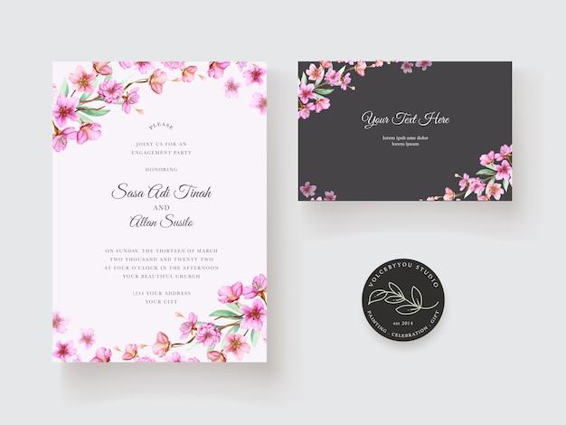 Uitnodiging bruiloft met mooie bloem decoratie ontwerp Gratis Vector