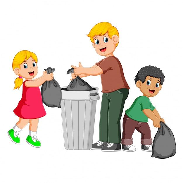 Vader en zijn kinderen om afval weg te gooien Premium Vector