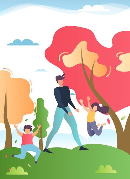 Vader wandelen in het park of bos met gelukkige kinderen Gratis Vector