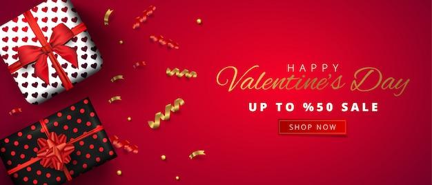 Valentijnsdag verkoop horizontale banner. illustratie met realistische geschenkdozen en confetti op rode achtergrond. promo kortingsbanner. Premium Vector