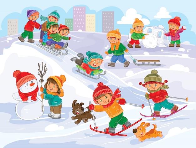 Vector illustratie van kleine kinderen die buitenshuis in de winter spelen Gratis Vector