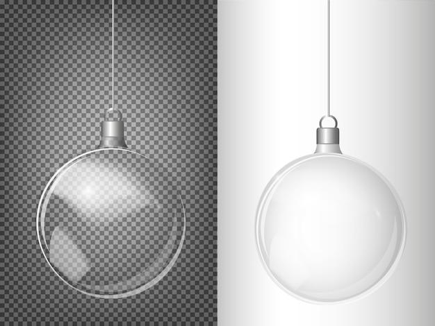 Vector kerstboom en realistische transparante zilveren kerstbal Premium Vector
