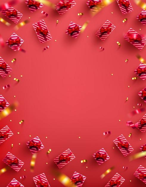 Veel geschenkdoos met gouden lint en confetti op rode achtergrond Premium Vector