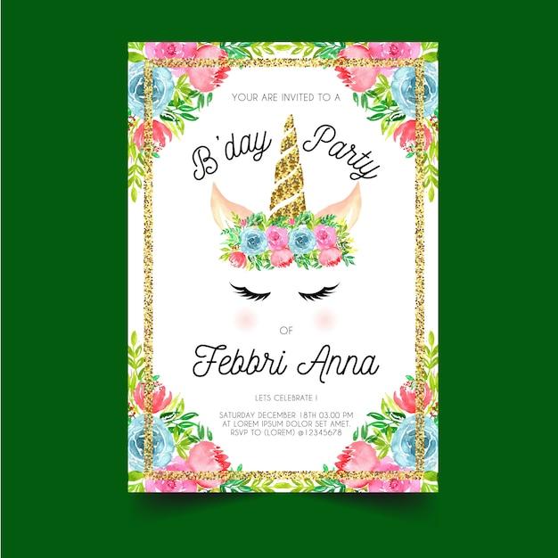 Verjaardag uitnodiging met eenhoorn hoorns en bloem kronen Premium Vector