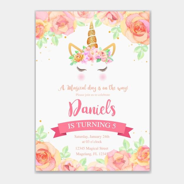 Verjaardagskaart met eenhoorn en roze bloemen Premium Vector