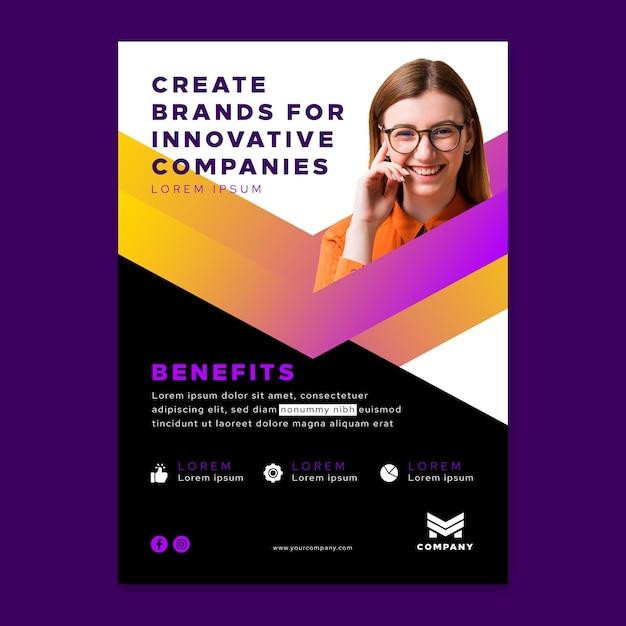 Verticale flyer-sjabloon voor innovatieve bedrijven Gratis Vector