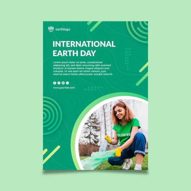 Verticale poster sjabloon voor de viering van de dag van de moeder aarde Gratis Vector
