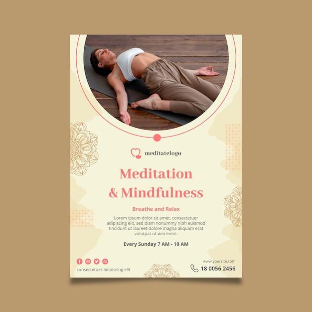 Verticale poster sjabloon voor meditatie en mindfulness Gratis Vector