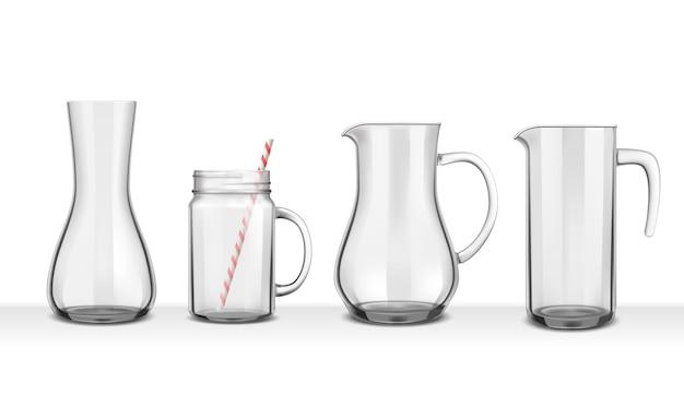 Vier realistische glazen kannen en karaffen van verschillende vormen op wit Gratis Vector