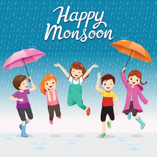 Vijf kinderen met paraplu en regenjas die speels in de regen springen, vrolijke moesson Premium Vector