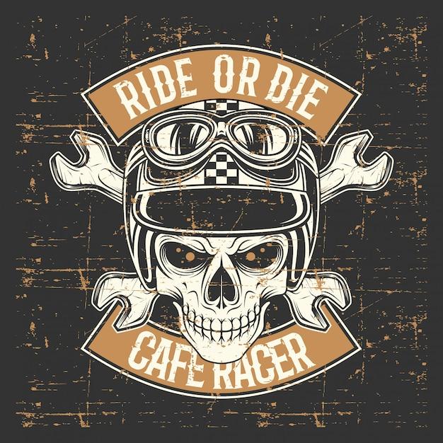 Vintage grunge stijl schedel dragen van helm en tekst rijden of sterven Premium Vector