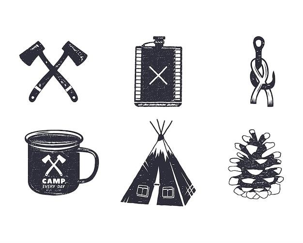 Vintage hand getrokken camping avontuur pictogrammen en vormen. retro monochroom ontwerp. Premium Vector