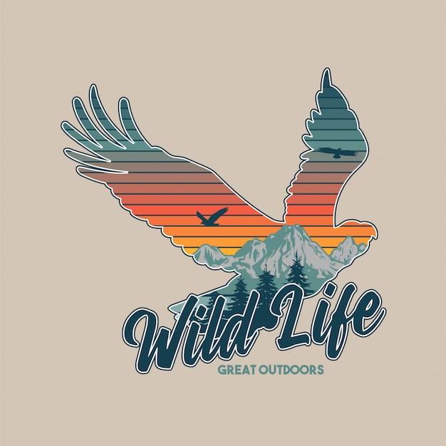 Vintage illustratie van dieren in het wild dier. amerikaanse adelaar en grote bergen in het silhouet. reizen, kamperen, buiten, natuurlijk, wildernis, verkennen. Premium Vector