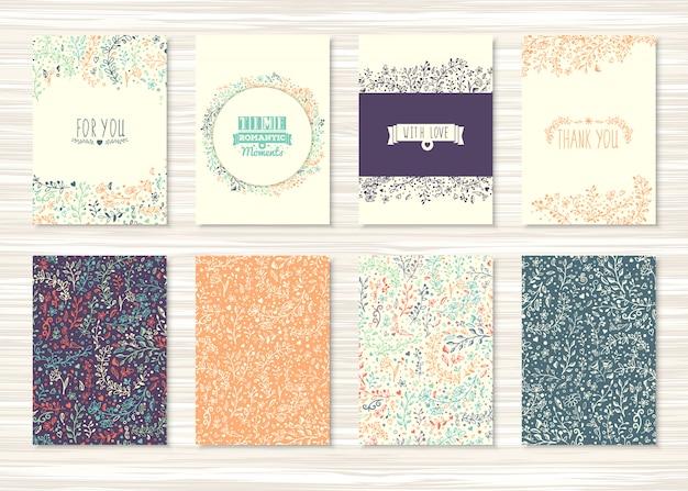Vintage kaarten met bloemen- en bloemmotieven en ornamenten. set flyers met decoratie van planten en bladeren Premium Vector