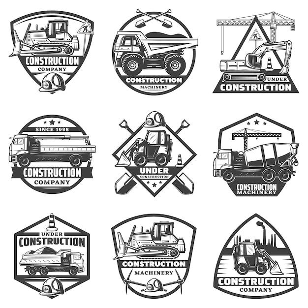 Vintage monochrome constructie labels set met inscripties bouwmateriaal vrachtwagens kraan bulldozer graafmachine geïsoleerd Gratis Vector