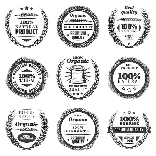 Vintage premium graanproducten etiketten set met belettering tarwe oren natuurlijke kransen in zwart-wit stijl geïsoleerd Gratis Vector