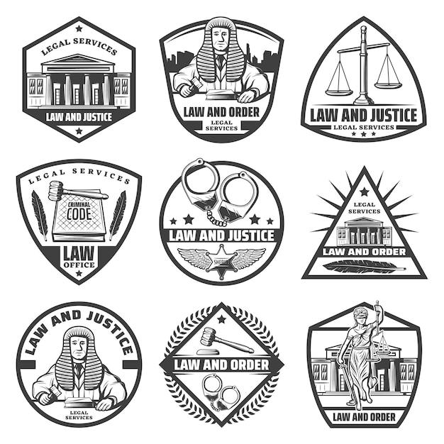 Vintage zwart-wit gerechtelijke systeemetiketten met gerechtsgebouw handboeien schalen hamer wetboek themis standbeeld veer rechter geïsoleerd Gratis Vector