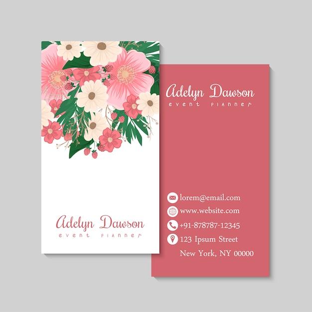 Visitekaartje met prachtige bloemen en berriyes. sjabloon Gratis Vector