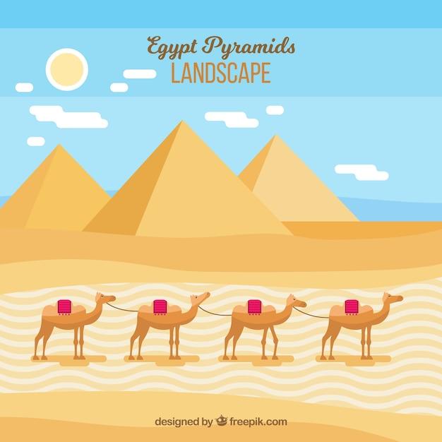 Vlak de piramideslandschap van egypte met kameelcaravan Gratis Vector