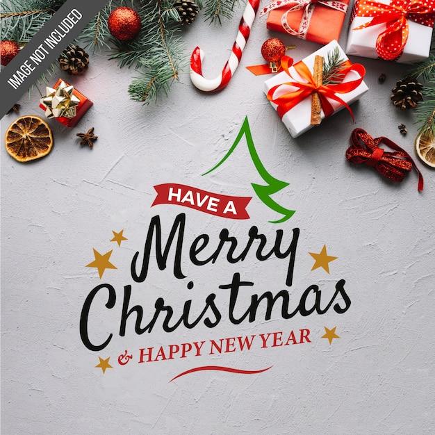 Vrolijk kerstfeest en gelukkig nieuwjaar belettering Gratis Vector