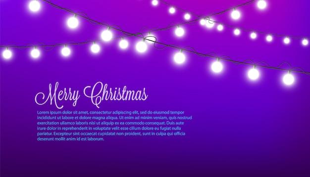Vrolijk kerstfeest - paarse feestelijk versierd met witte ronde kerstverlichting Premium Vector