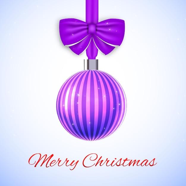 Vrolijke kerstkaart met violet gestreepte bal en boog Gratis Vector