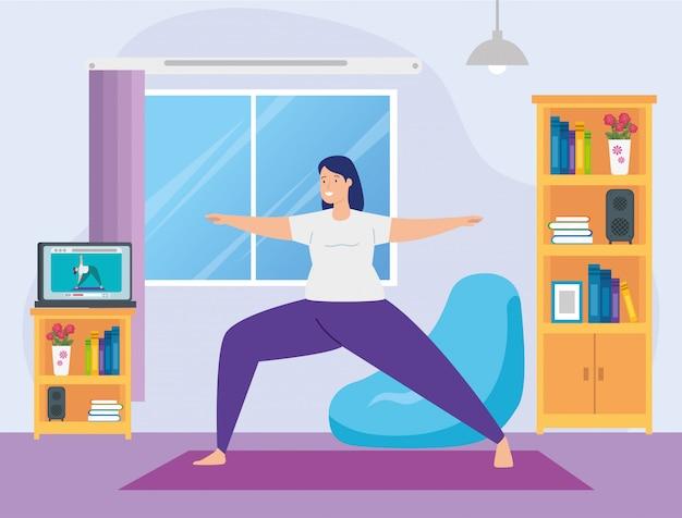 Vrouw beoefenen van yoga online in woonkamer Gratis Vector